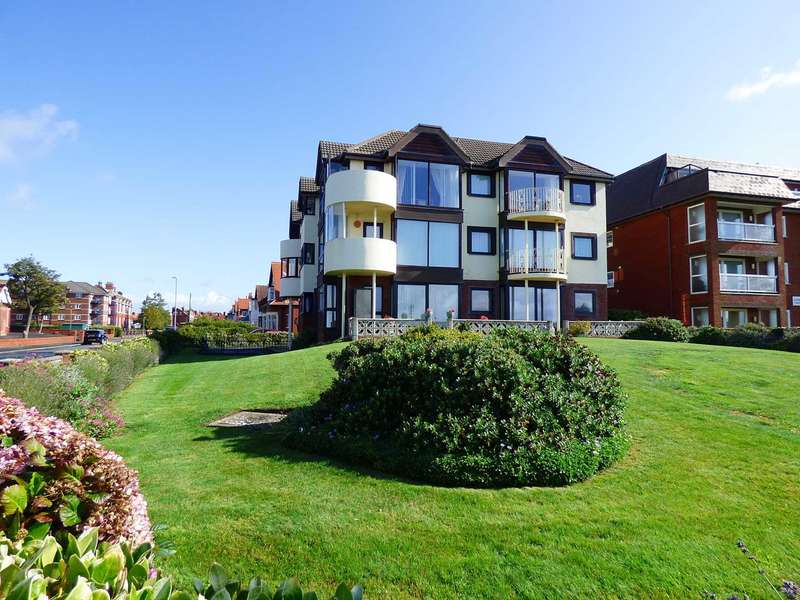 2 Bedrooms Apartment Flat for sale in Links Court, South Promenade, St Annes