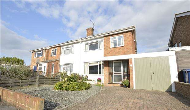 3 Bedrooms Semi Detached House for sale in Moreton Close, Bishops Cleeve, GL52 8AW