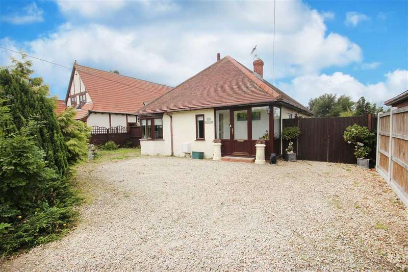 3 Bedrooms Bungalow for sale in Point Clear Road, St. Osyth