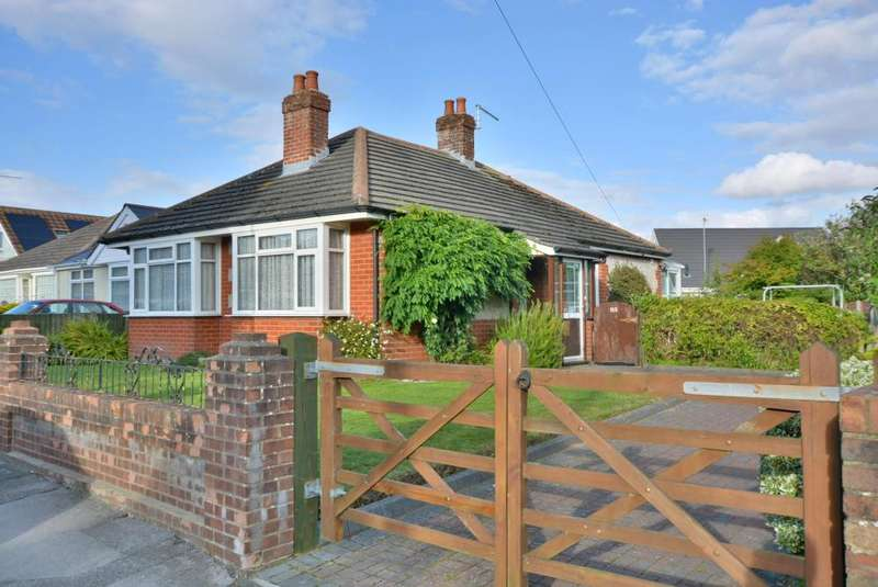 2 Bedrooms Detached Bungalow for sale in Hamworthy, Poole, BH15 4LF