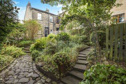3 Bedrooms End Of Terrace House for sale in Brackenbed Lane, Halifax, West Yorkshire