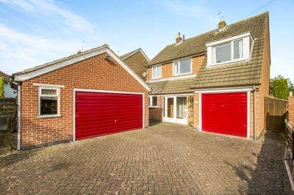 3 Bedrooms Detached House for sale in Gorse Lane, Oadby, Leicester, Leicestershire