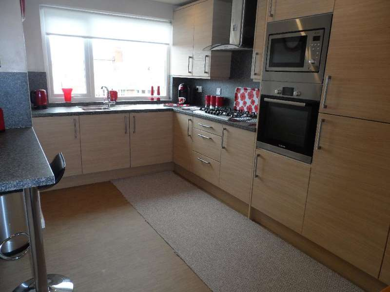 2 Bedrooms Property for sale in Flat 12 Vine Court, Blackpool, FY2 9UL
