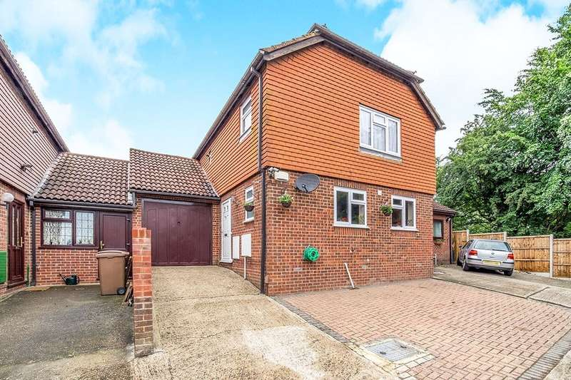 3 Bedrooms Semi Detached House for sale in Columbine Close, Rochester, ME2