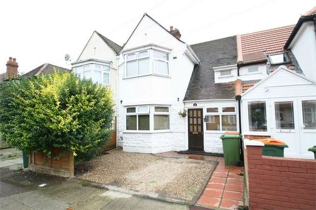 3 Bedrooms Terraced House for sale in Charlemont Road, East Ham, London