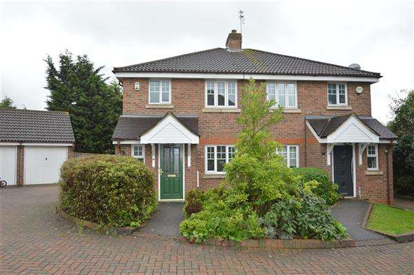 3 Bedrooms Semi Detached House for sale in Tithe Close, London