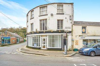 2 Bedrooms Flat for sale in Tavistock, Devon, England