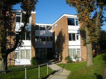 2 Bedrooms Flat for sale in Victoria Court, Leicester Road, Oadby, Leicestershire