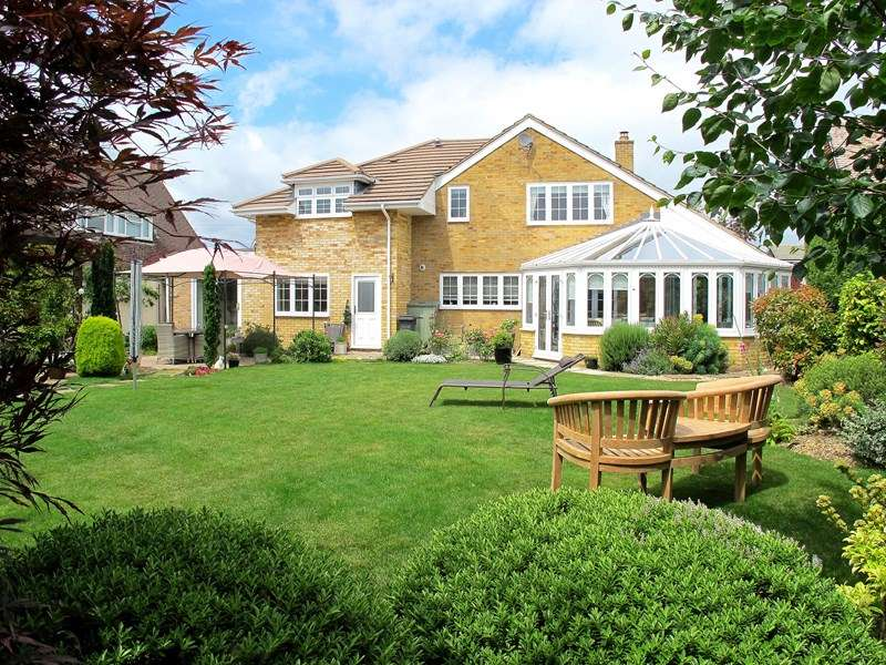 5 Bedrooms Detached House for sale in Eastcliff Close, Lee-on-the-Solent