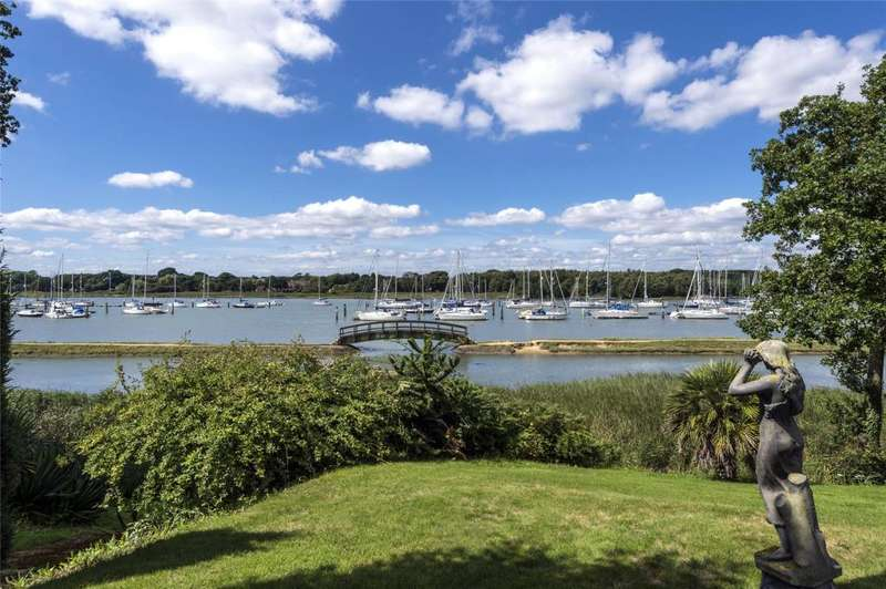 4 Bedrooms Detached House for sale in Holly Hill Lane, Sarisbury Green, Southampton, Hampshire, SO31