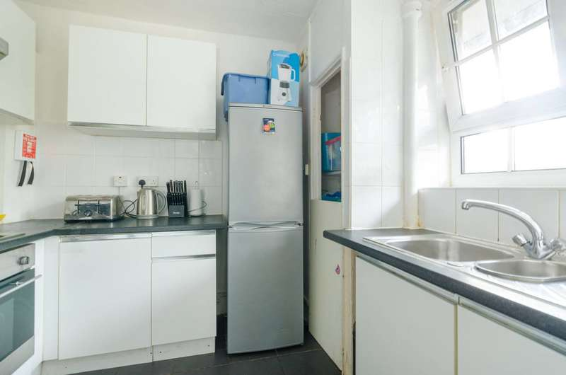 2 Bedrooms Flat for sale in Peckham Park Road, Peckham, SE15