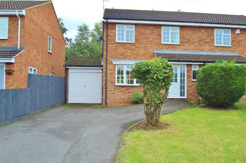4 Bedrooms Semi Detached House for sale in Hare Close, Buckingham
