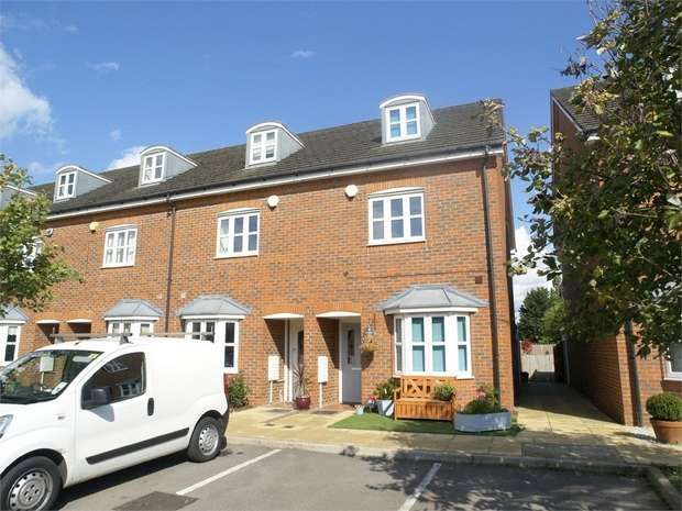 4 Bedrooms End Of Terrace House for sale in Silvergate, Ewell