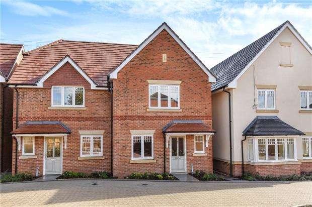 4 Bedrooms Semi Detached House for sale in Stockwood Way, Farnham, Surrey