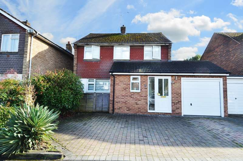 3 Bedrooms Link Detached House for sale in Churchill Close, Flackwell Heath, HP10