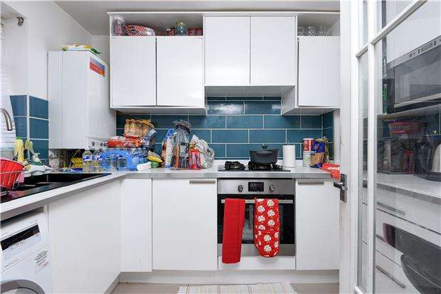 2 Bedrooms Terraced House for sale in Commonside East, MITCHAM, Surrey, CR4