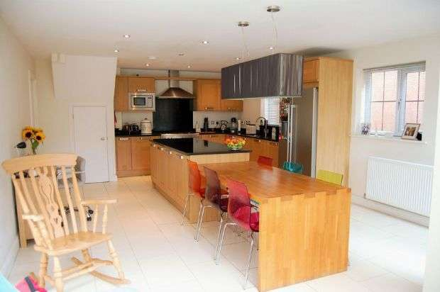 4 Bedrooms Town House for sale in Mackintosh Square, 548 Wellingborough Road, Northampton NN3 3HZ