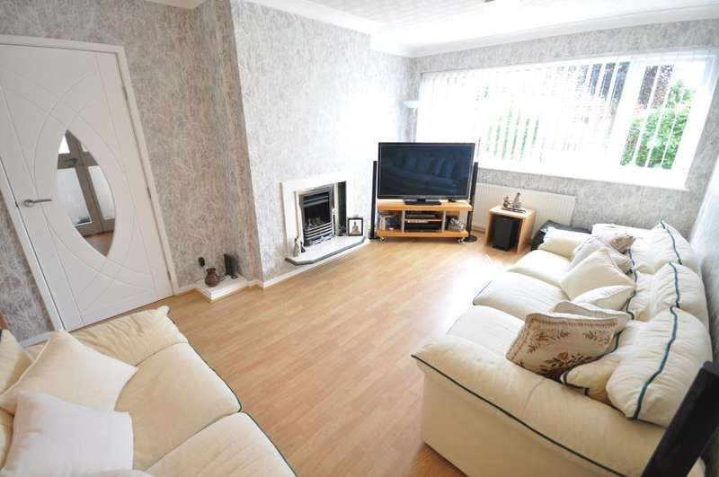 4 Bedrooms Semi Detached Bungalow for sale in St Catherines Drive, Fulwood, Preston, Lancashire, PR2 3RL