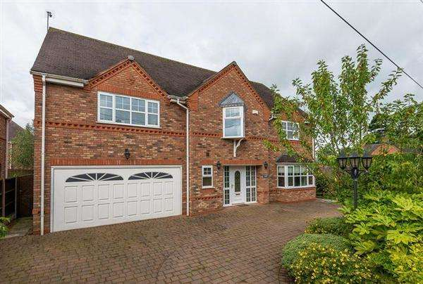 5 Bedrooms Detached House for sale in Tutbury Court, The Lane, Coppenhall