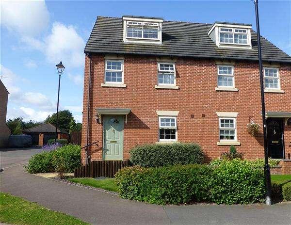 3 Bedrooms Semi Detached House for sale in Queens Avenue, Kiveton Park, Sheffield