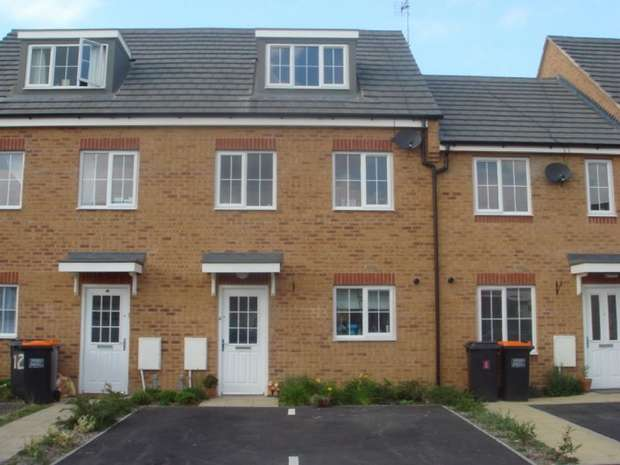 3 Bedrooms Town House for sale in Reeve Close, Sandhills, Leighton Buzzard, Bedfordshire