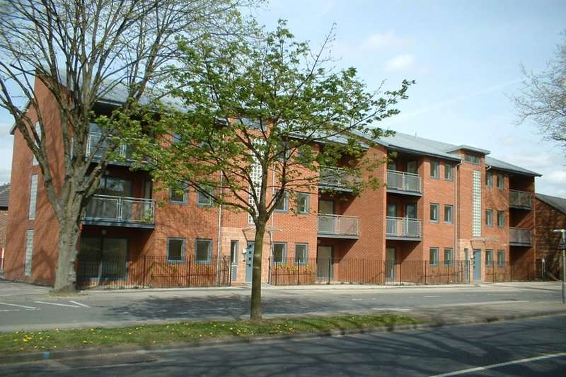 2 Bedrooms Flat for sale in Stretford Road, Urmston, Manchester, M41