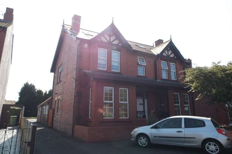 2 Bedrooms Flat for sale in Ditchfield Road, Widnes, WA8