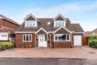 4 Bedrooms Detached House for sale in Gresham Road, Cannock, Staffordshire