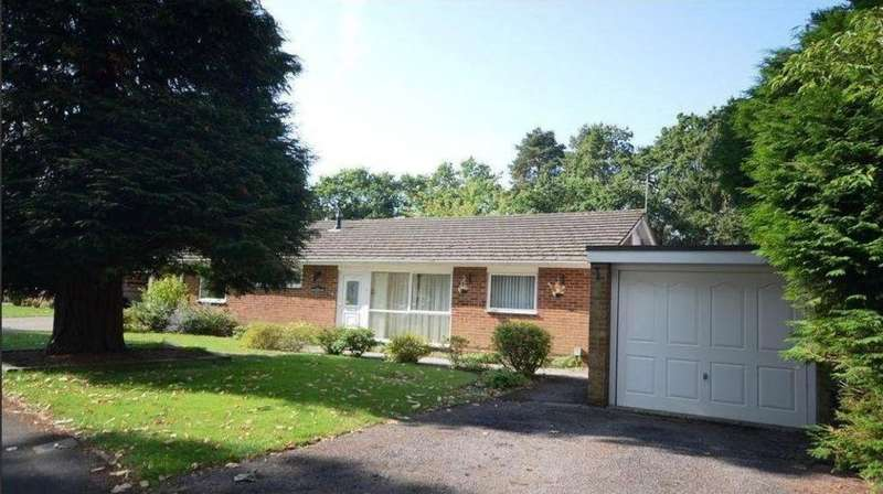 3 Bedrooms Detached Bungalow for rent in Yockley Close, Camberley