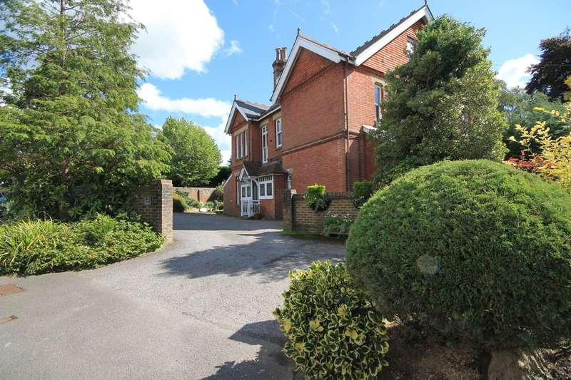 3 Bedrooms Flat for sale in Victoria Road, Southborough, Tunbridge Wells