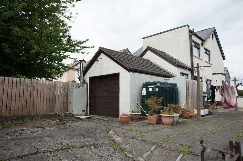 3 Bedrooms Semi Detached House for sale in Wallasey Park, Belfast, County Antrim, BT14