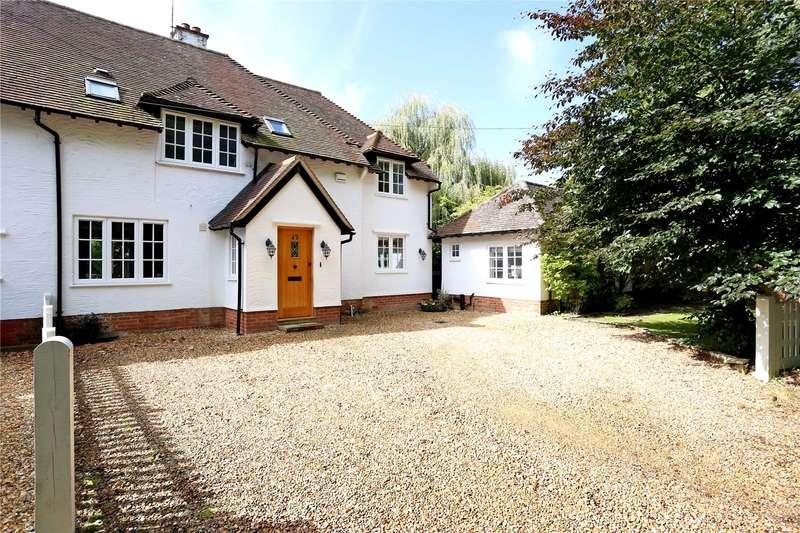 4 Bedrooms Semi Detached House for sale in Gardeners Hill Road, Frensham, Farnham, Surrey, GU10