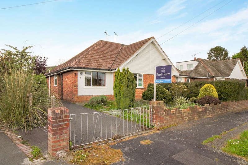 2 Bedrooms Semi Detached Bungalow for sale in The Close, Saughall, Chester, CH1