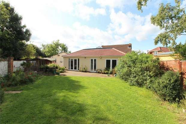 6 Bedrooms Detached House for sale in Roberts Close, Stanwell, Middlesex