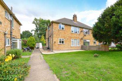 2 Bedrooms Maisonette Flat for sale in Croft Close, Chislehurst