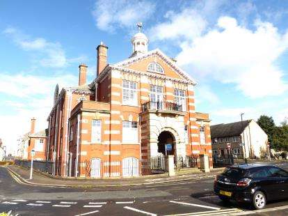 2 Bedrooms Flat for sale in Cinnabar House, Poulton Road, Morecambe, Lancashire, LA4