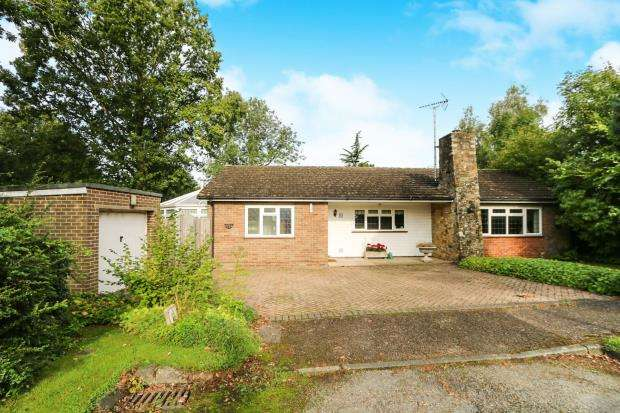 2 Bedrooms Bungalow for sale in Loxwood, Billingshurst, West Sussex