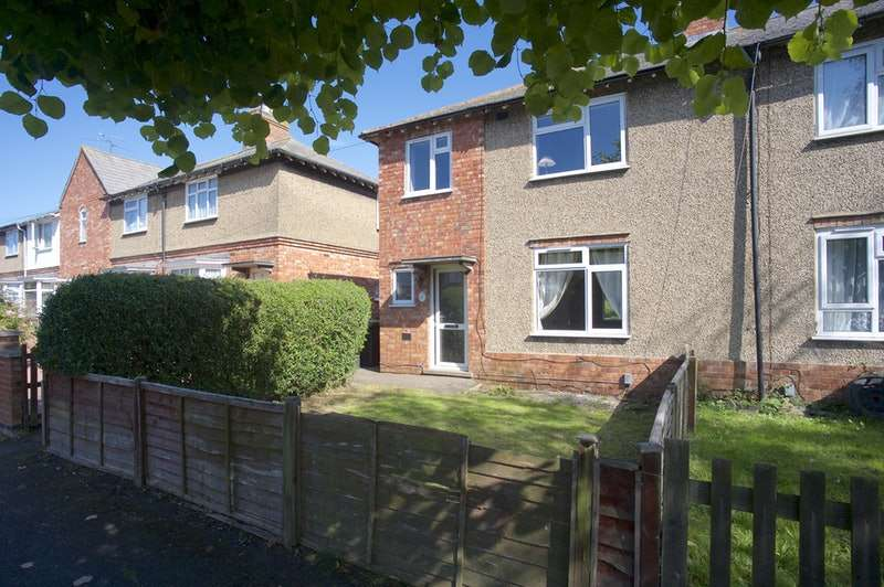 3 Bedrooms End Of Terrace House for sale in Oval Road, Rushden, Northamptonshire, NN10