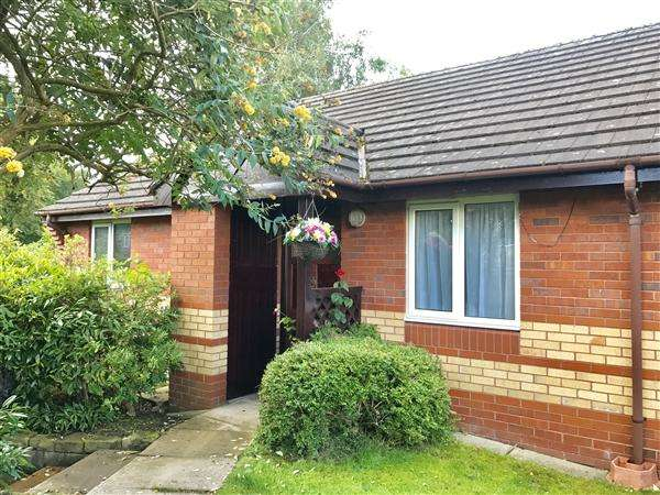 2 Bedrooms Bungalow for sale in John May Court, Macclesfield