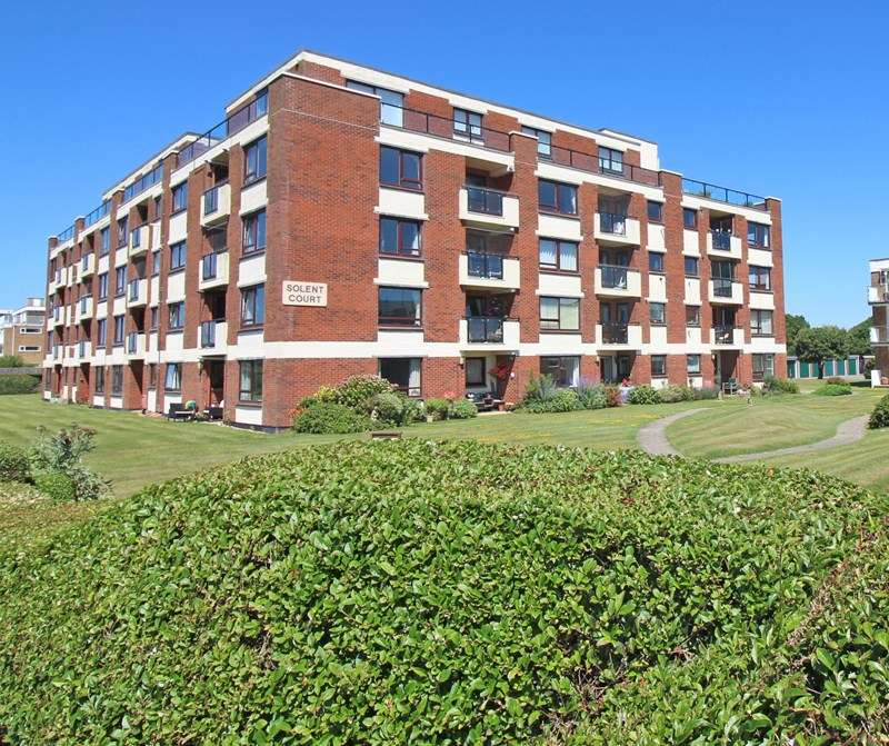 2 Bedrooms Flat for sale in Cornwallis Road, Milford On Sea, Lymington