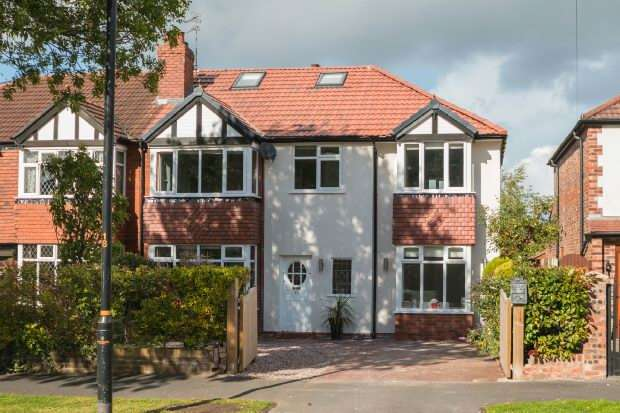 5 Bedrooms Semi Detached House for sale in Wood Lane, Timperley