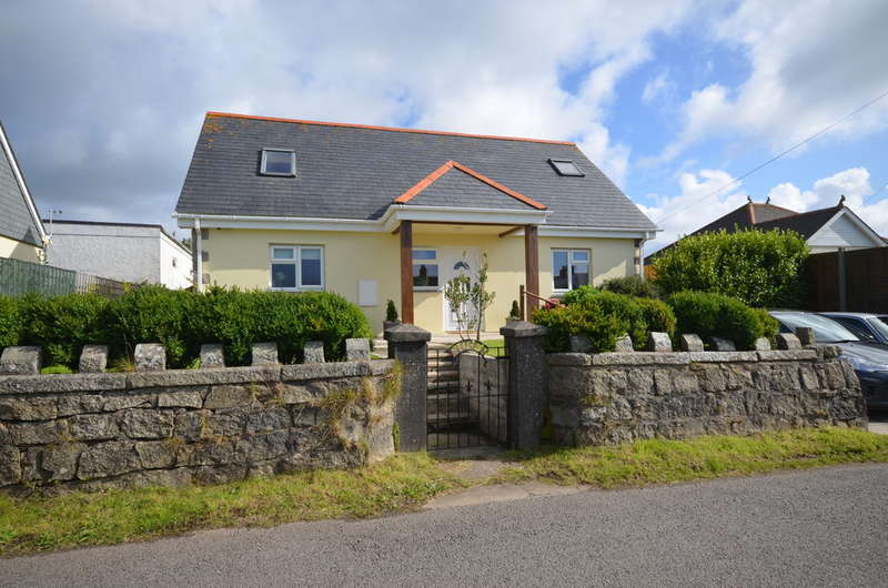 3 Bedrooms Bungalow for sale in Short Cross Road, Mount Hawke, Cornwall