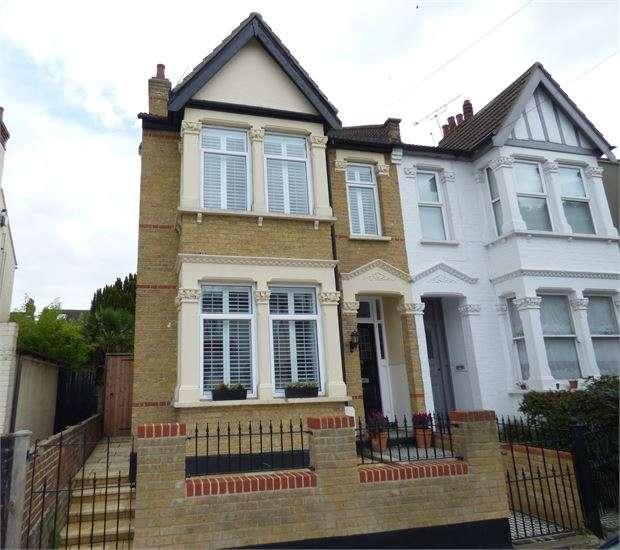 3 Bedrooms Semi Detached House for sale in Leigh Hall Road, Leigh on sea, Leigh on sea, SS9 1QZ