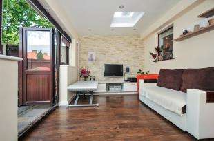 2 Bedrooms Maisonette Flat for sale in Moremead Road, Catford, London
