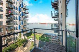 1 Bedroom Flat for sale in Darbyshire House, Clovelly Place, Ingress Park, Greenhithe