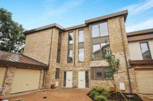 4 Bedrooms Semi Detached House for sale in Clermont Place, Manor Road, Romford