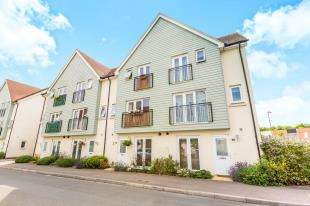 4 Bedrooms Terraced House for sale in The Moors, Redhill, Surrey