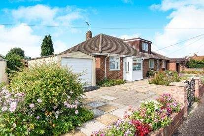 3 Bedrooms Bungalow for sale in Norwich, Norfolk, .
