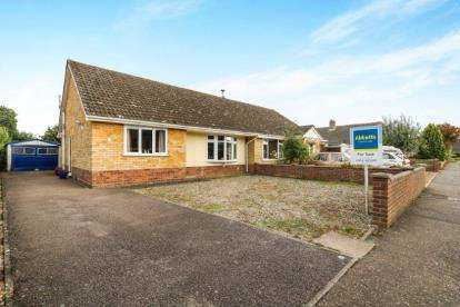 3 Bedrooms Bungalow for sale in Wymondham, Norwich, Norfolk