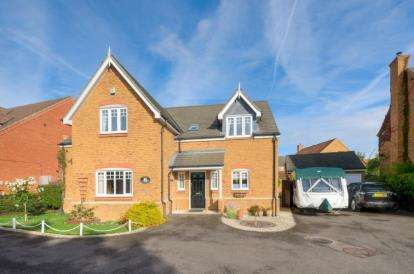 4 Bedrooms Detached House for sale in Howes Drive, Marston Moretaine, Bedford, Bedfordshire